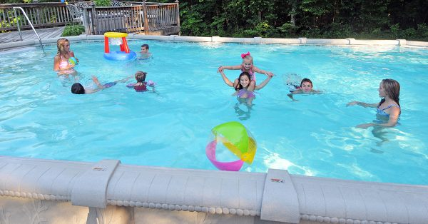 4 Ways To Reduce Chlorine Levels In Your Swimming Pool